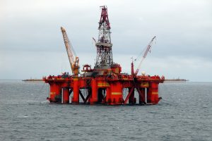 Oil_platform_in_the_North_SeaPros