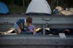 """Migranti a Roma, """"soluzione semplicistica"""" la moratoria sugli arrivi"""
